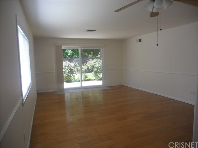 6809 Sale Avenue, West Hills CA: http://media.crmls.org/mediascn/34bbe5b8-f0de-4bec-9d76-08ea883da67d.jpg
