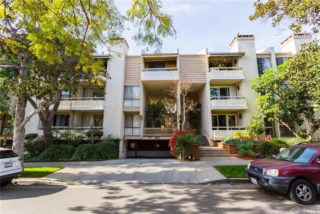Property for sale at 1909 Pelham Avenue #111, Los Angeles,  CA 90025