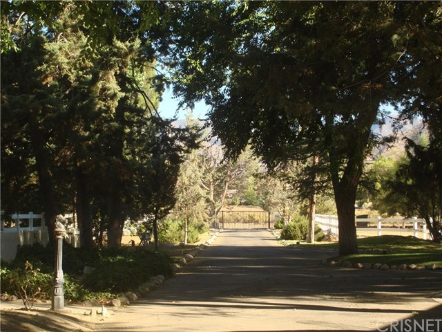 2011 Carson Mesa Road, Acton CA: http://media.crmls.org/mediascn/35048aa3-acdb-467b-9287-b7ab159d51b7.jpg