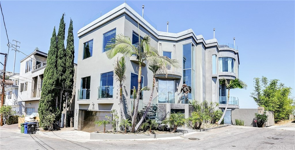 Photo of 1602 VIEWMONT Drive, Los Angeles, CA 90069