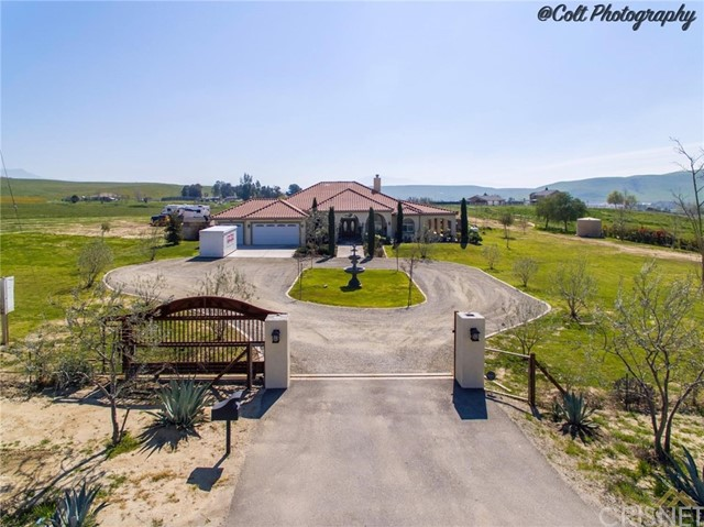 Single Family Home for Sale at 14453 Round Mountain Road Bakersfield, California 93308 United States