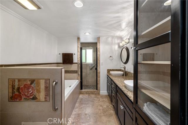 20324 Reaza Place, Woodland Hills CA: http://media.crmls.org/mediascn/35e275e2-ddd2-411a-885e-6d609228c1d5.jpg