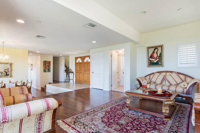 4964 Medina Road, Woodland Hills CA: http://media.crmls.org/mediascn/360cdc45-a9d8-4eaa-90ce-568175a03882.jpg