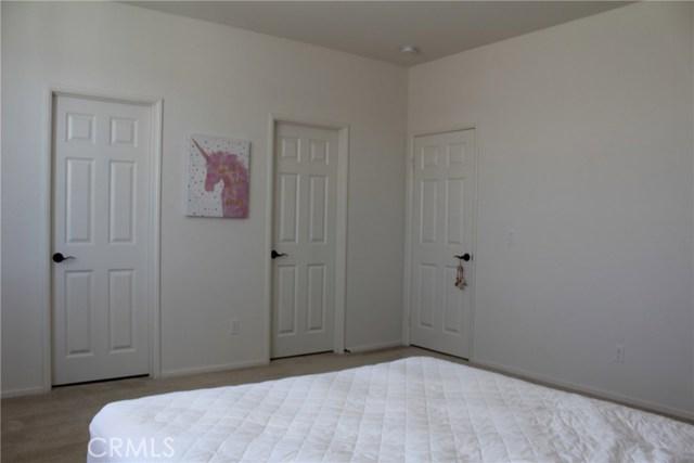 43942 Windrose Place, Lancaster CA: http://media.crmls.org/mediascn/36635ebe-cd59-4421-9d16-efcea994406c.jpg