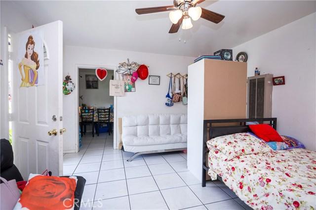 11345 Hatteras Street, North Hollywood CA: http://media.crmls.org/mediascn/367d3a83-bd13-400b-9196-f1ce42a42611.jpg