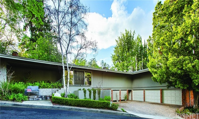 Photo of 4965 Queen Florence Lane, Woodland Hills, CA 91364