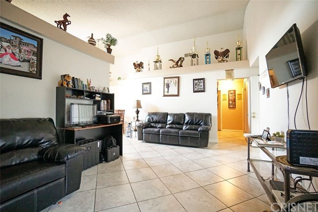 5139 Sunburst Drive, Palmdale CA: http://media.crmls.org/mediascn/368a01f3-2b9e-4c03-996f-1612a3b0395d.jpg