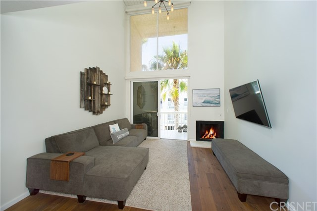 22 E Navy St, Santa Monica, CA 90291 Photo 2