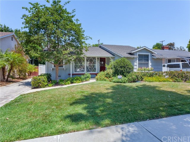 13207 Weddington Street, Sherman Oaks CA: http://media.crmls.org/mediascn/369878b5-fdd7-493c-89e0-70cd5fcb53c6.jpg