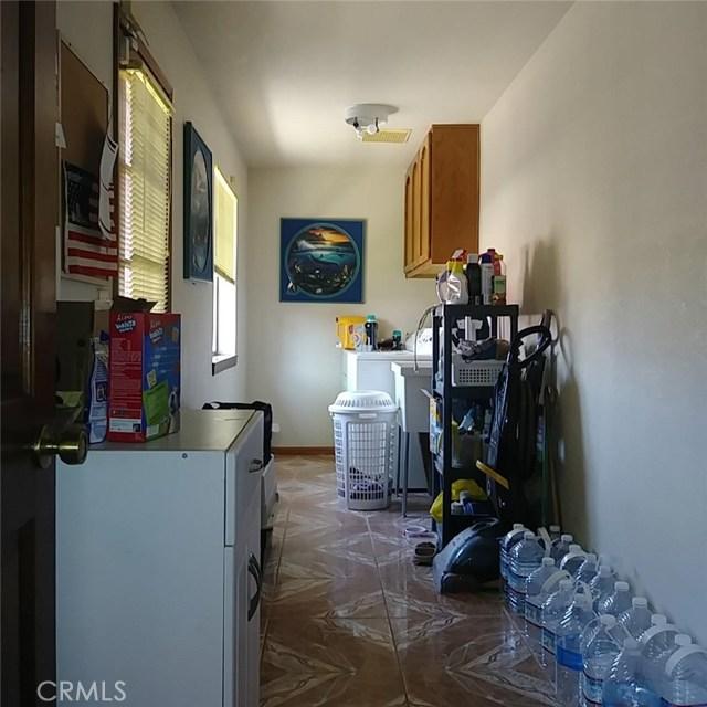 9749 Irene Avenue, California City CA: http://media.crmls.org/mediascn/36dc2390-6230-40d4-8cf4-7d17639056da.jpg