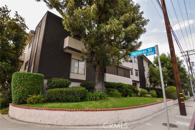 5805 Whitsett Avenue, Valley Village CA: http://media.crmls.org/mediascn/36f91e22-691a-4826-b080-2765b3e2d863.jpg