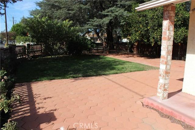 10502 White Oak Avenue, Granada Hills CA: http://media.crmls.org/mediascn/3728c4a2-2808-4e27-80ac-99ef92087d9d.jpg