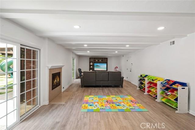 20324 Reaza Place, Woodland Hills CA: http://media.crmls.org/mediascn/372e566f-a88d-4ff2-8647-5240cb43f4d6.jpg