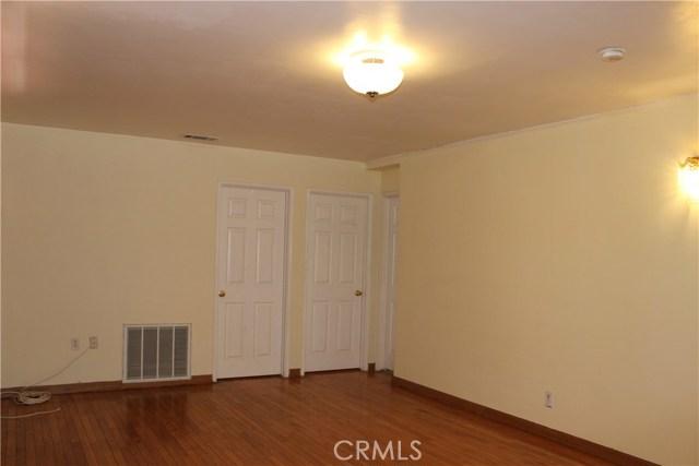 10502 White Oak Avenue, Granada Hills CA: http://media.crmls.org/mediascn/373b7b9a-1f36-47af-a62a-2e55f5aa8400.jpg
