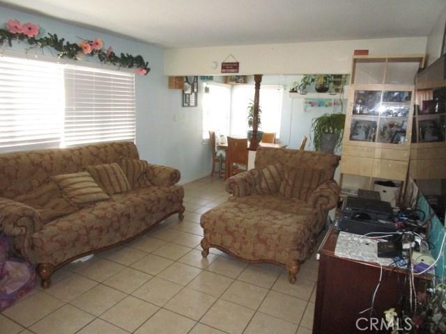 44745 Andale Avenue, Lancaster CA: http://media.crmls.org/mediascn/373f5296-e64a-42a3-8e9a-b6083c067e5a.jpg