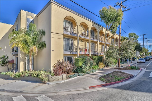 Detail Gallery Image 1 of 33 For 2311 4th St #320,  Santa Monica,  CA 90405 - 1 Beds | 1 Baths