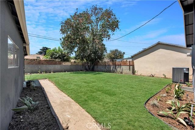 6633 Costello Avenue, Valley Glen CA: http://media.crmls.org/mediascn/37fec55d-0b98-4846-bea7-fdcf07916356.jpg