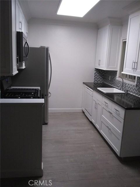 5754 Hazeltine Avenue, Van Nuys CA: http://media.crmls.org/mediascn/38456ecc-852e-4d68-9609-dcef5f6ab3af.jpg