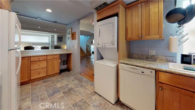 11912 Riverside Drive, Valley Village CA: http://media.crmls.org/mediascn/3864ac76-f5fc-45cf-b09e-ca21333c996b.jpg