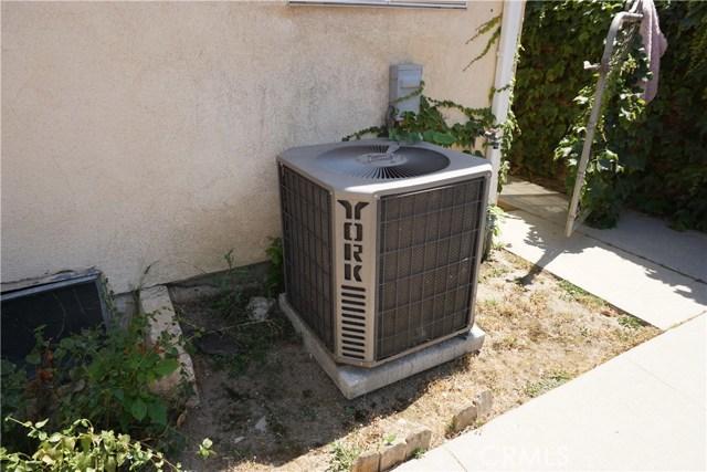 21007 Ingomar Street, Canoga Park CA: http://media.crmls.org/mediascn/388faad1-7d9f-4978-97cc-1bf9d4ce9811.jpg