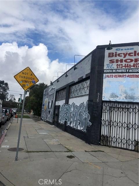 5121 W Adams Boulevard, Los Angeles CA: http://media.crmls.org/mediascn/389d30fb-64f6-4d1d-929e-7eee39fef9bd.jpg