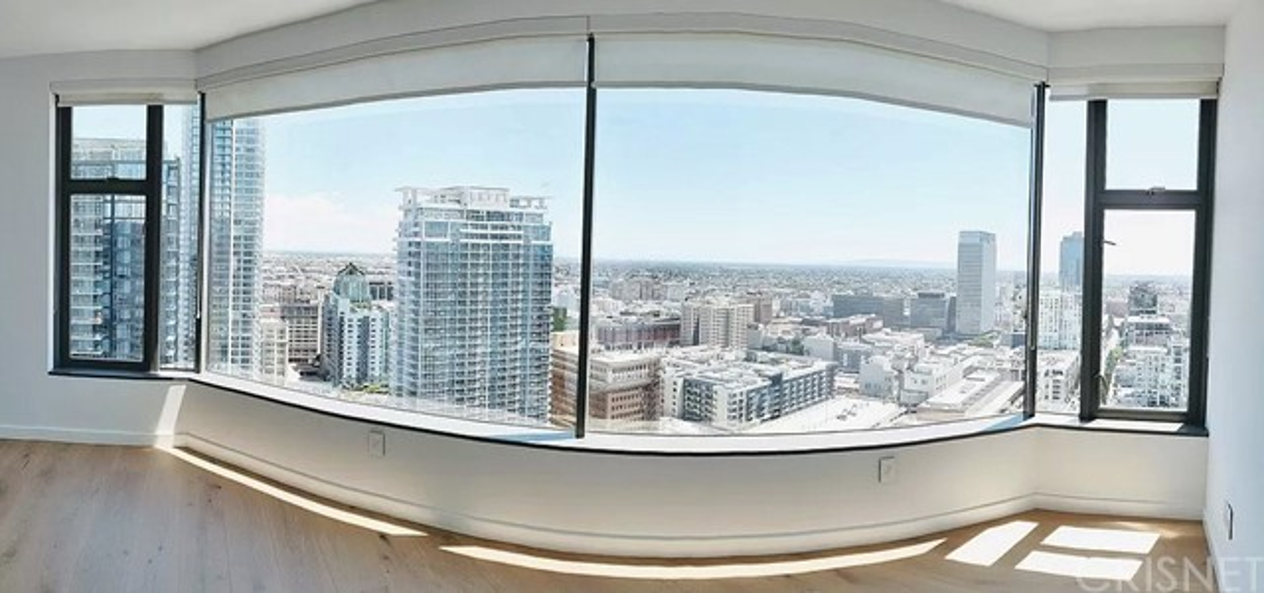 801 S Grand Avenue, Los Angeles CA: http://media.crmls.org/mediascn/39211392-06b8-4aa5-a43e-807e3b6d1a80.jpg