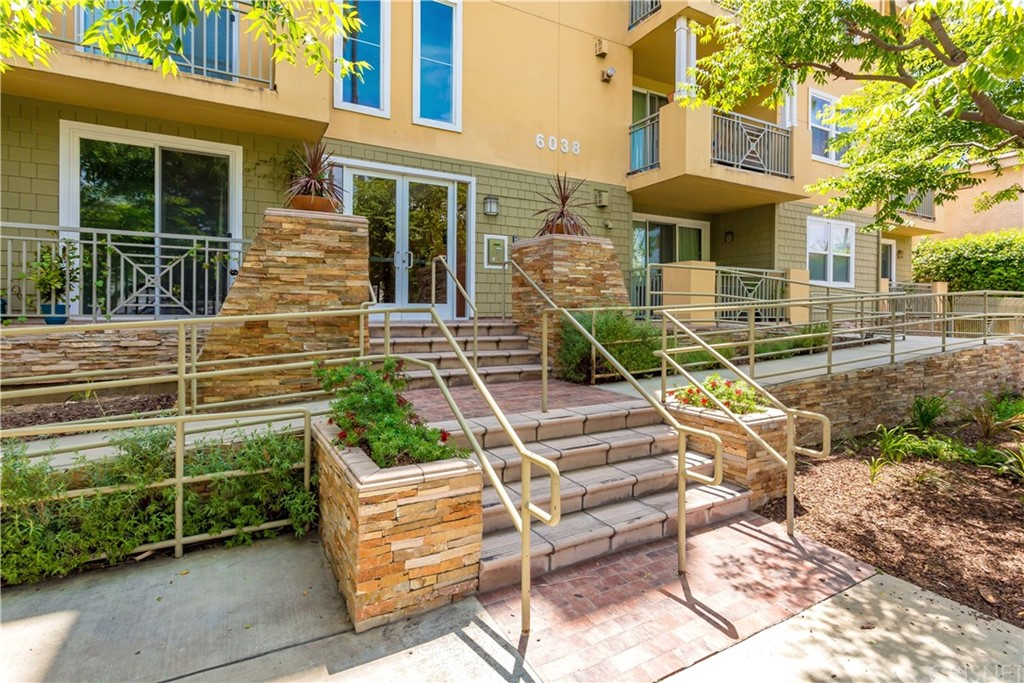 6038 CARLTON Way 302, Hollywood, CA 90028