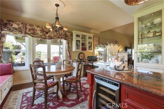11919 Silver Crest Street, Moorpark CA: http://media.crmls.org/mediascn/399660d9-d213-4534-96d6-94e2339d9840.jpg