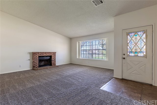 4804 W Avenue L, Lancaster CA: http://media.crmls.org/mediascn/39aa0373-b66e-44cc-977d-ad50e6cac850.jpg