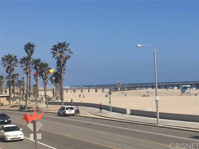 283 E Surfside Drive, Port Hueneme CA: http://media.crmls.org/mediascn/39b93051-c586-449d-aa55-e8cf1bc0be88.jpg