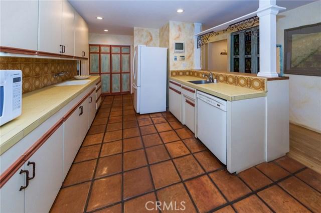 4870 San Feliciano Drive, Woodland Hills CA: http://media.crmls.org/mediascn/39f3e724-1ae4-40fa-ba50-69955474ff3c.jpg