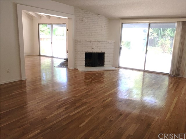 4912 Swinton Avenue, Encino CA: http://media.crmls.org/mediascn/3a1d3d5d-7505-4e1d-a115-b15a1e1630c8.jpg