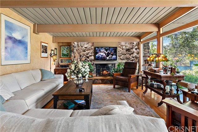 22133 Mulholland Drive, Woodland Hills CA: http://media.crmls.org/mediascn/3a5a28bc-0191-468c-b5b1-4c983e6a012f.jpg