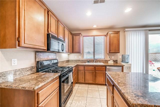 4544 W Avenue J3, Lancaster CA: http://media.crmls.org/mediascn/3abfa530-68b1-4781-b6ca-986459be3384.jpg