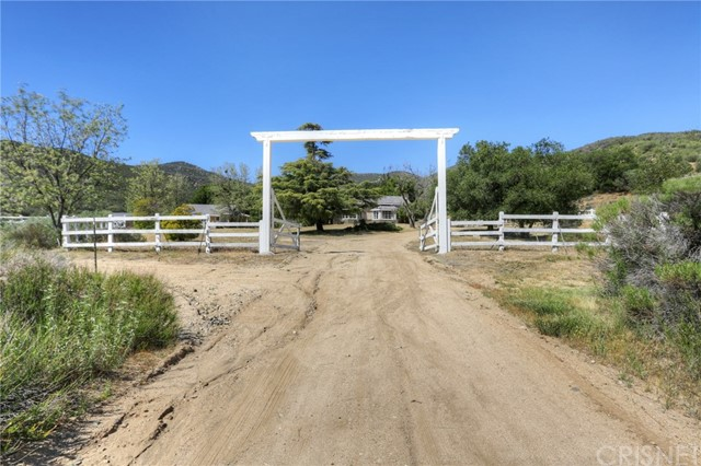 Commercial for Sale at 36917 Bouquet Canyon Road Agua Dulce, California 91390 United States