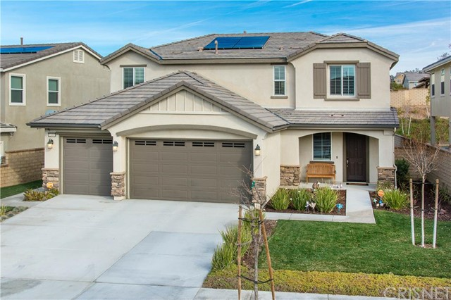 Lennar Home with large yard, built in 2013 which features the