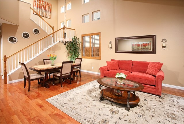 Casa Unifamiliar por un Venta en 20926 Chase Street Canoga Park, California 91304 Estados Unidos