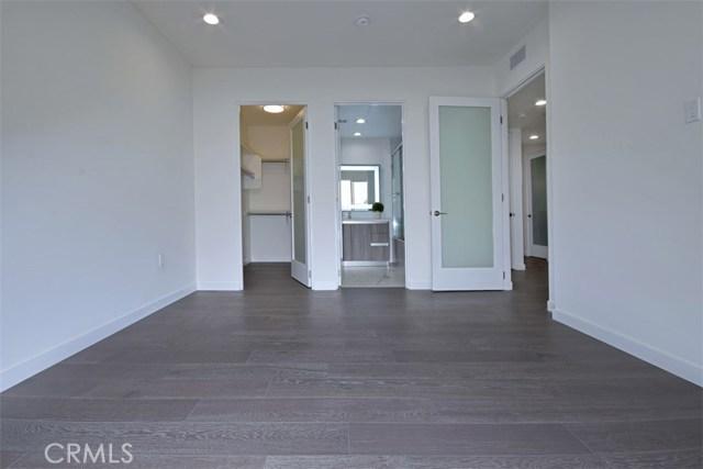 12045 Guerin Street, Studio City CA: http://media.crmls.org/mediascn/3c27f3d0-4474-4c60-aa87-f82dce29f71d.jpg