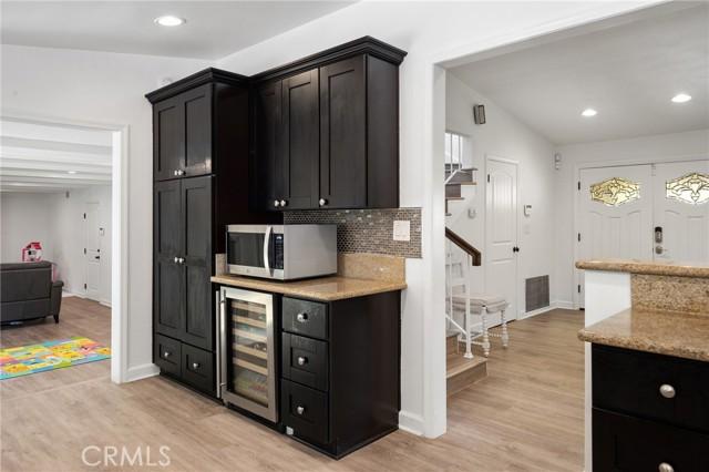 20324 Reaza Place, Woodland Hills CA: http://media.crmls.org/mediascn/3c4a07d0-5c24-4f75-82ad-39c081b2ea1a.jpg