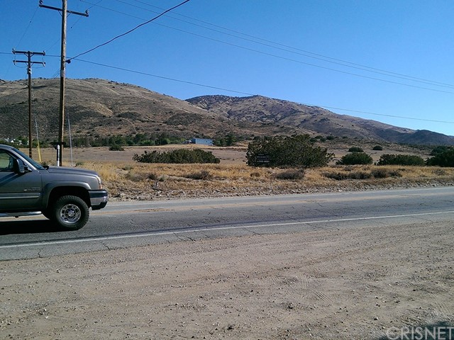 68 St. West and Sierra Highway, Agua Dulce CA: http://media.crmls.org/mediascn/3c5cd830-daf9-43e5-915e-3fe785c947e0.jpg