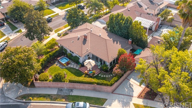 19531 Calvert Street, Tarzana CA: http://media.crmls.org/mediascn/3c639c8b-c123-4b04-b068-8c4b46fdec53.jpg
