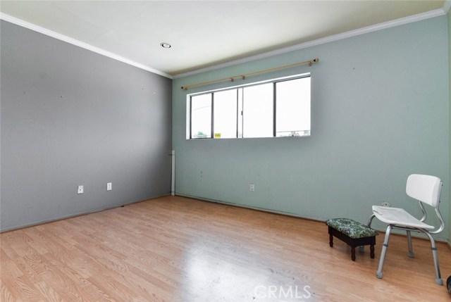 5805 Whitsett Avenue, Valley Village CA: http://media.crmls.org/mediascn/3c8e6c3b-9fdd-4fb1-a74f-3213a1fa1d56.jpg