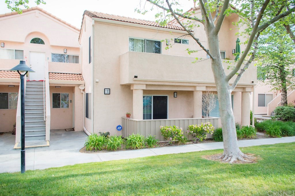 Property for sale at 21358 Nandina Lane #102, Newhall,  CA 91321
