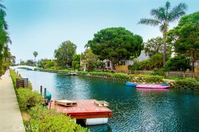 214 Sherman Canal, Venice CA: http://media.crmls.org/mediascn/3cae9278-12b5-4265-b6ab-b046b0499861.jpg