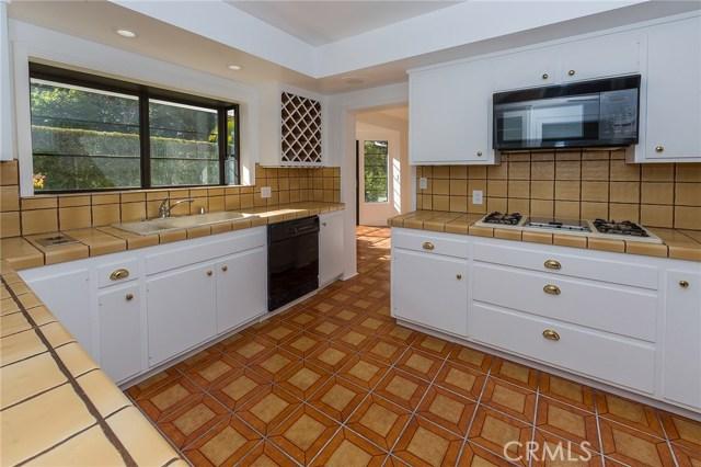 3738 Glenridge Drive, Sherman Oaks CA: http://media.crmls.org/mediascn/3cb2d181-2a61-47c3-a65c-ba0120e1ef3a.jpg