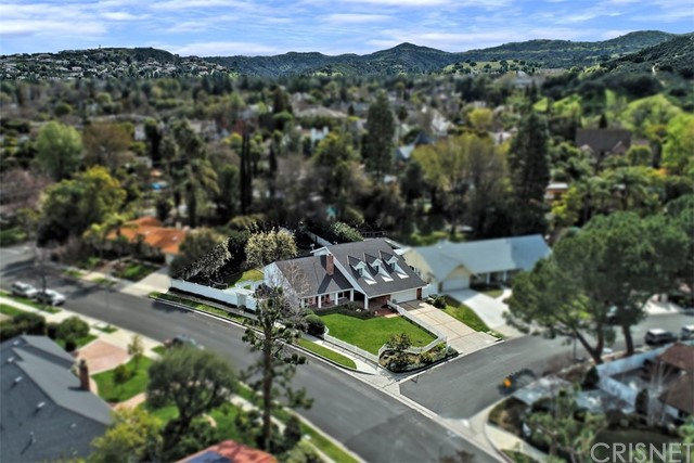 4838 Quedo Place, Woodland Hills CA: http://media.crmls.org/mediascn/3ce77b2f-0560-4556-9558-bef59b80daf4.jpg