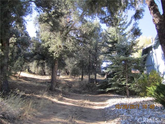 1305 Pinetree Drive, Frazier Park CA: http://media.crmls.org/mediascn/3d186e2c-2d59-4839-a0c4-5d863d3a261e.jpg