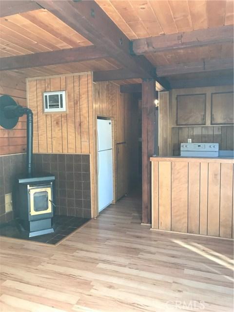 16505 Oakwood Way, Pine Mtn Club CA: http://media.crmls.org/mediascn/3d224d7a-2ff1-4ca6-b191-96a559a9f150.jpg