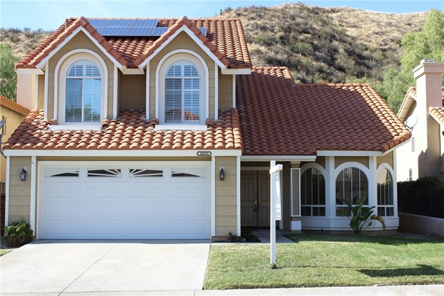 Single Family Home for Sale at 28833 Woodside Drive 28833 Woodside Drive Saugus, California 91390 United States