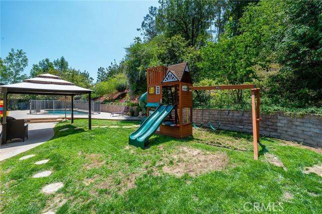 20324 Reaza Place, Woodland Hills CA: http://media.crmls.org/mediascn/3d8042de-ca00-48c4-9931-3e336c7e2a40.jpg